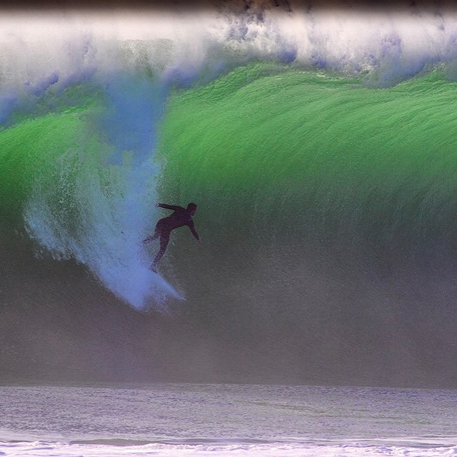 @william_aliotti going big in Portugal ? Sharpy (surf_photo on Twitter)