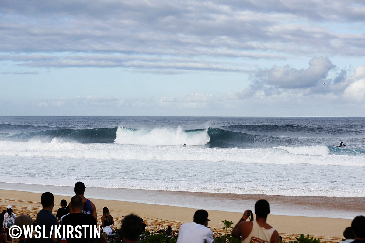 80ec05f2d9ce5c Solid conditions on offer at the Pipe Invitational at Pipeline