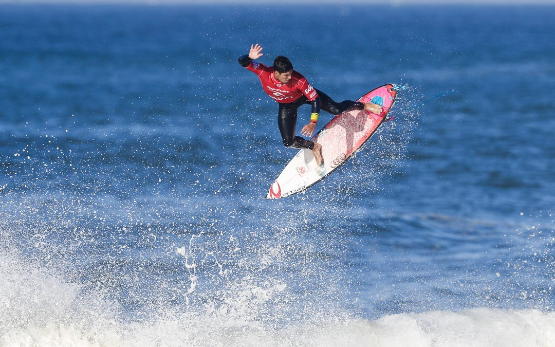 Medina Ensures World Title Race Goes Down At Pipeline…