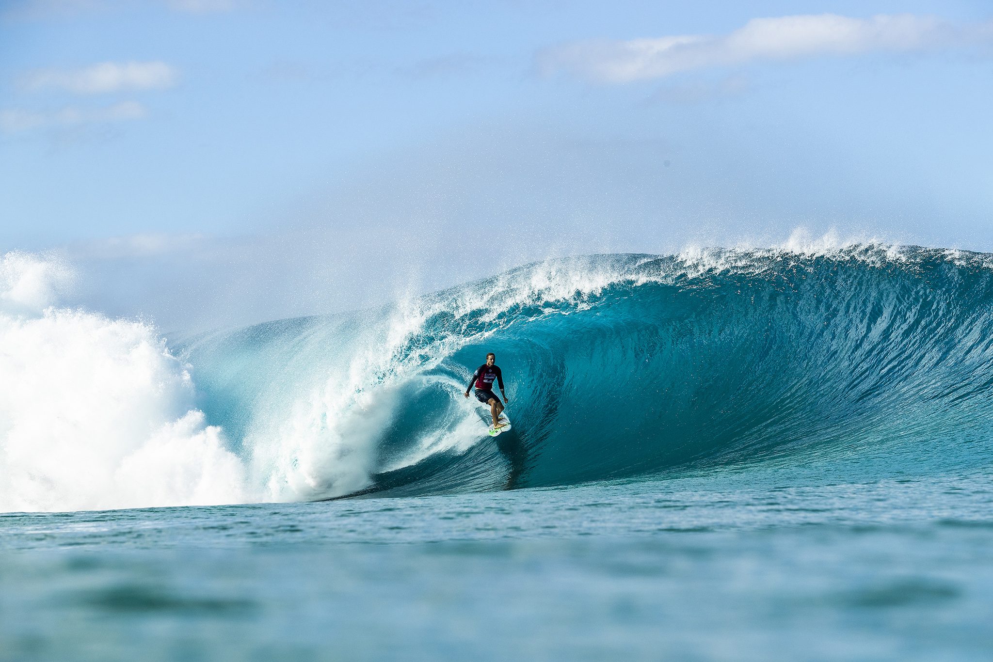 195c19819d86fb Ryan Callinan (AUS) advances to Round 3 of the 2018 Billabong Pipe Masters  after winning a close Heat 7 of Round 2 at Pipeline