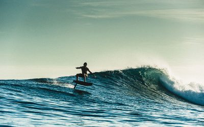 Carve's comprehensive guide to foil boarding. How to start, etiquette, gear and more