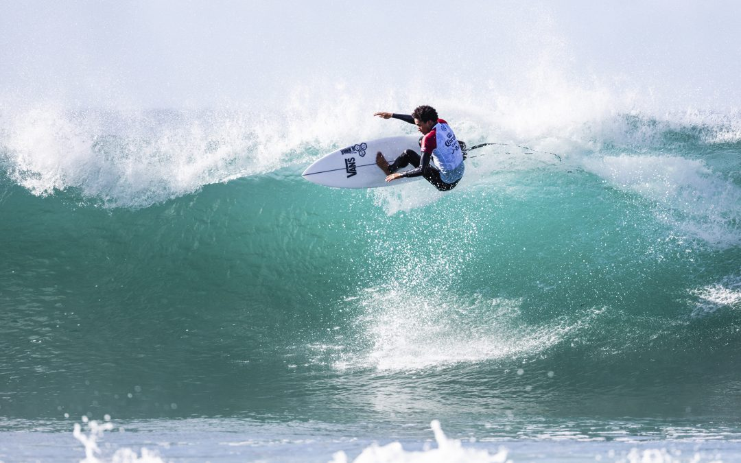 J-Bay day one. Top seeds do their thing.