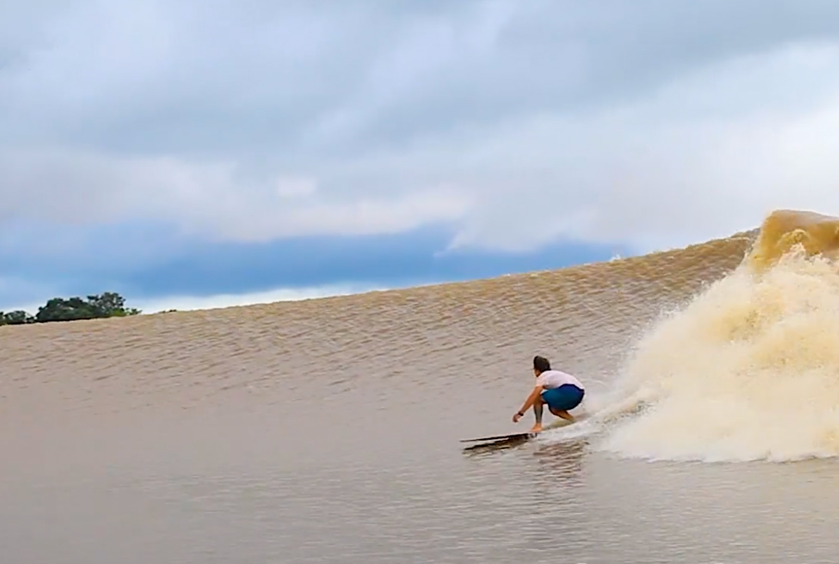Surfing the Amazon River's Endless Wave - Carvemag.com