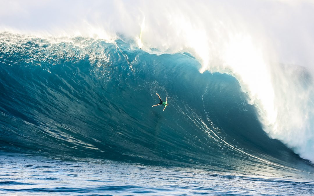 Paige Alms and Billy Kemper charge to victory at the Jaws Challenge.