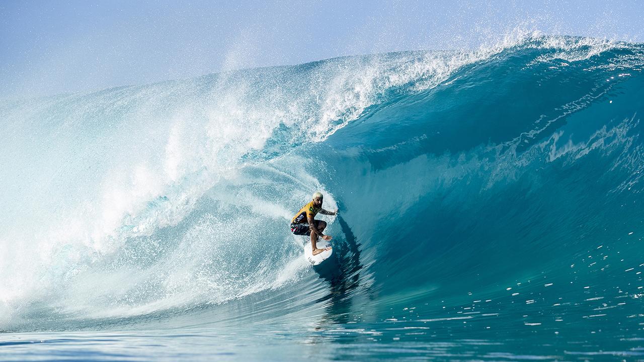 Billabong Pipe Masters in Memory of Andy Irons kicks off. World title hopefuls keep dreams alive. - Carvemag.com